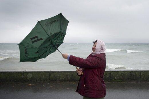 Rosja: Tajfun Dżelawat kieruje się w stronę Wysp Kurylskich